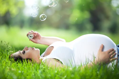 naturopathie grossesse massage femme enceinte